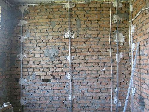 Как отштукатурить стену своими руками по маякам