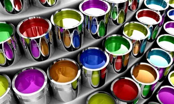 И снова здравствуйте уважаемый читатель, в своей прошлой статье про фасадную краску, я рассказал вам, какие они бывают, и для каких видов поверхностей их обычно используют. Немного посидев после публикации статьи, я решил сделать еще одно небольшое дополнение к ней, а именно расскажу о декоративных свойствах фасадных красок. И так, советую для фасадов использовать краски матовых оттенков, особенно ели речь идет о больших площадях поверхности. Глянцевые покрытия также можно использовать, их можно с легкостью мыть, они более блестящие, но у них по сравнению с матовыми, ест несколько недочетов, а именно наименьшая способность дышать, и видимость различных царапин и порезов. Для того чтобы сделать ваш фасад более насыщенным, лучше всего подобрать краску с наибольшим количеством акрилового связующего, для этих целей отлично подойдет краска на основе силикона. Силиконовые краски можно с легкостью колеровать, то есть придать практически любой цвет, а цветовая палитра, как известно многообразна. Также при окрашивания вашего фасада, советую вам не перестараться с колеровкой краски. Суть в том, что для использования более ярких цветов, применяют специальные синтетические пигменты, которые быстро разрушаются, при длительном нахождении под лучами солнца. И после пары лет, цвет может измениться, что не очень хорошо. Если вы не собираетесь перекрашивать свой фасад каждые 2-3 года, то советую применять пастельный оттенок, и использовать краску с оксидными пигментами. Данные пигменты более устойчивы к солнечным лучам, что позволяет им намного дольше держаться на поверхности, при этом, не меняя свой первоначальный цвет. Вот, наверное и все, это было небольшое дополнение, и лично мое мнение. Для того чтобы качественно подобрать будущий цвет для вашего фасада, также советую обратиться в специальные фирмы, для подбора и анализа красок, там вам идеально подберут то, что вы ищите.