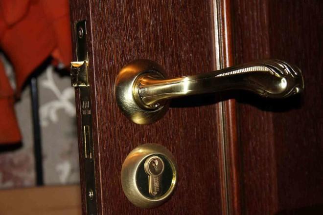 Как подобрать дверную фурнитуру для дома