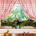 Как подобрать шторы на кухонные окна