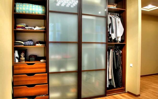Почему стоит заказать шкаф-купе в свой дом