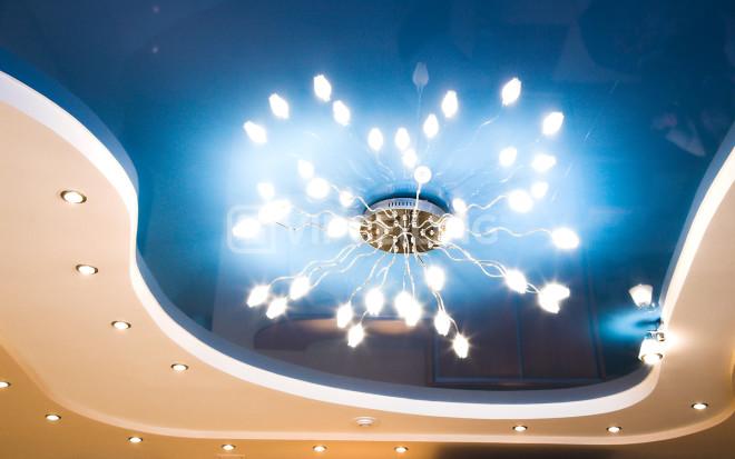 Как подобрать люстру для натяжного потолка