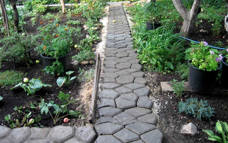 Бетонная дорожка для сада