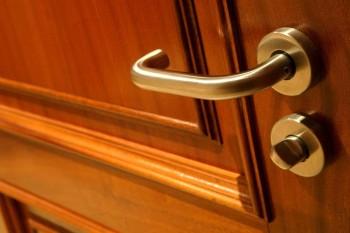 Как отремонтировать дверную ручку межкомнатной двери