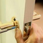 Как отремонтировать межкомнатные двери?