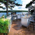 Кухня на открытом воздухе для расслабленных вечеров с друзьями