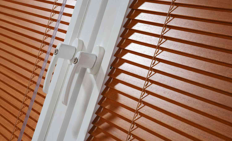 Защита вашего дома с помощью жалюзи и штор для окон