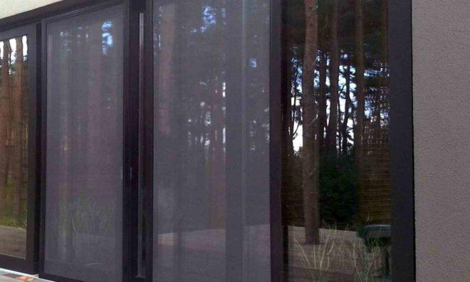 Антимоскитная сетка на дверь - виды и преимущества