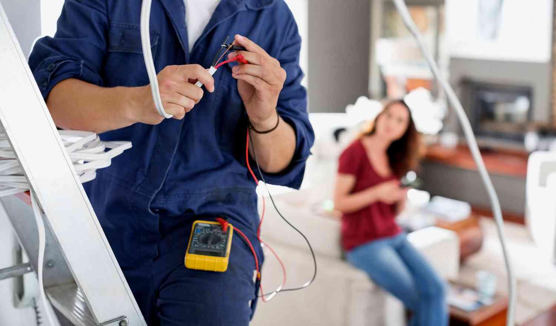 Вызов электриков на ремонтирующийся дом