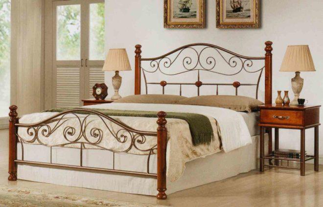 Деревянные кровати с элементами ковки