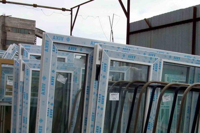 Как снять защитную пленку с окна