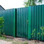 Что нужно знать про забор из профнастила