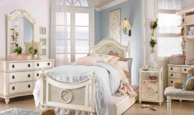 Детская комната в белых тонах