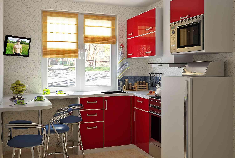 Кухня с холодильником под окном в хрущевке дизайн