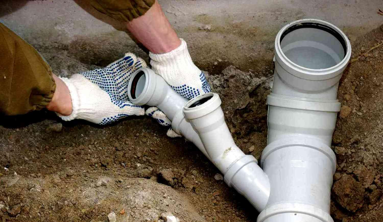 Прокладка канализационных труб своими руками