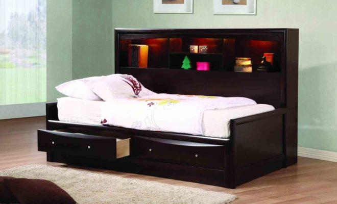 Кровать с выдвижным ящиком