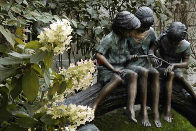 Садовые памятники и статуи в ландшафтном дизайне