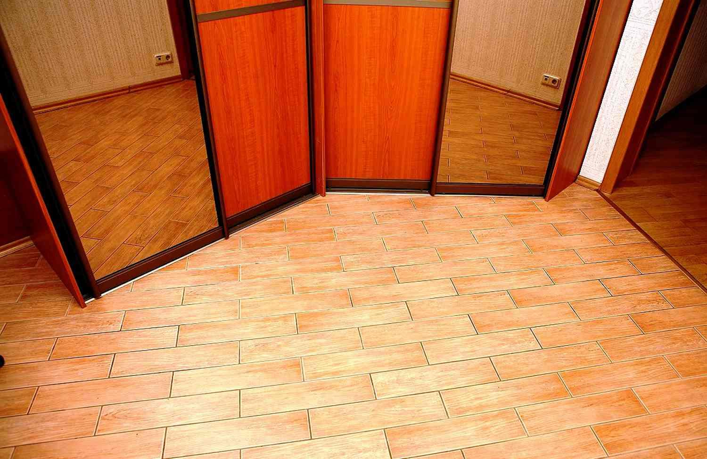 Дизайн пола в коридоре