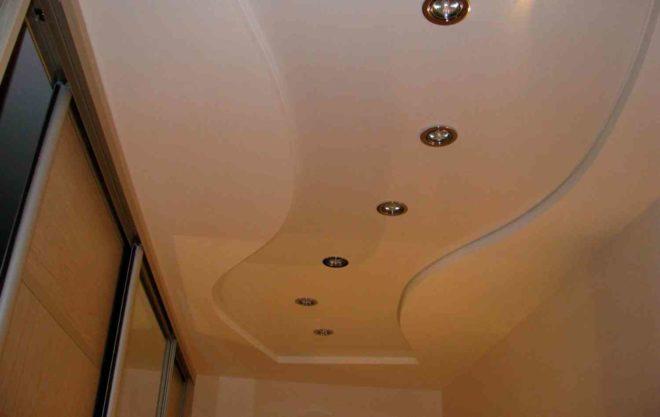 Как выбрать натяжной потолок в прихожую