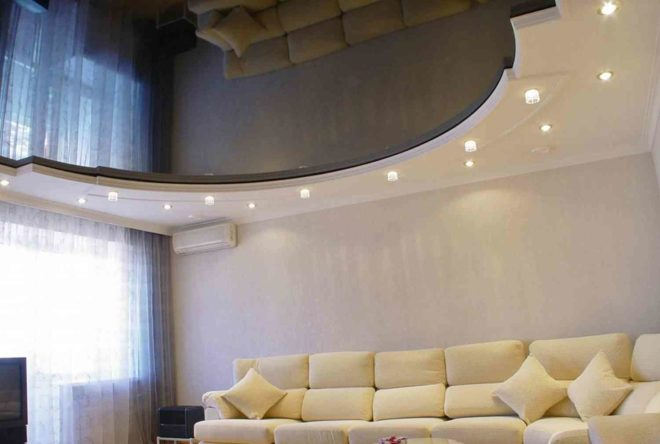Как выбрать натяжной потолок в зал