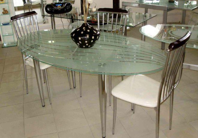 Как выбрать стеклянный стол на кухню