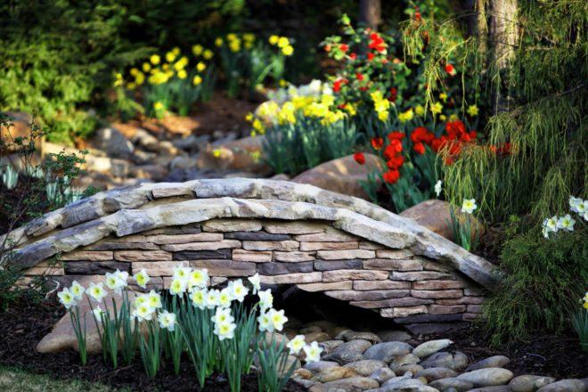Декоративные садовые мостики фото