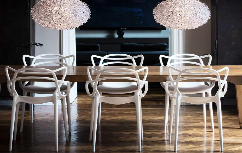 Как выбрать пластиковый обеденный стул