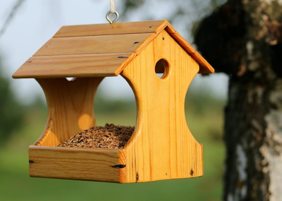 Как сделать крышу для кормушки из дерева