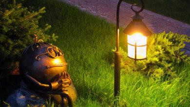 Декоративное освещение подчеркнет элементы сада, дома, водоема
