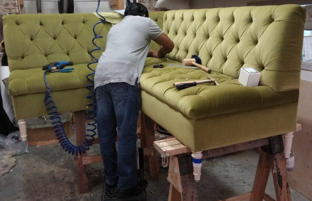 Перетяжка и реставрация мебели