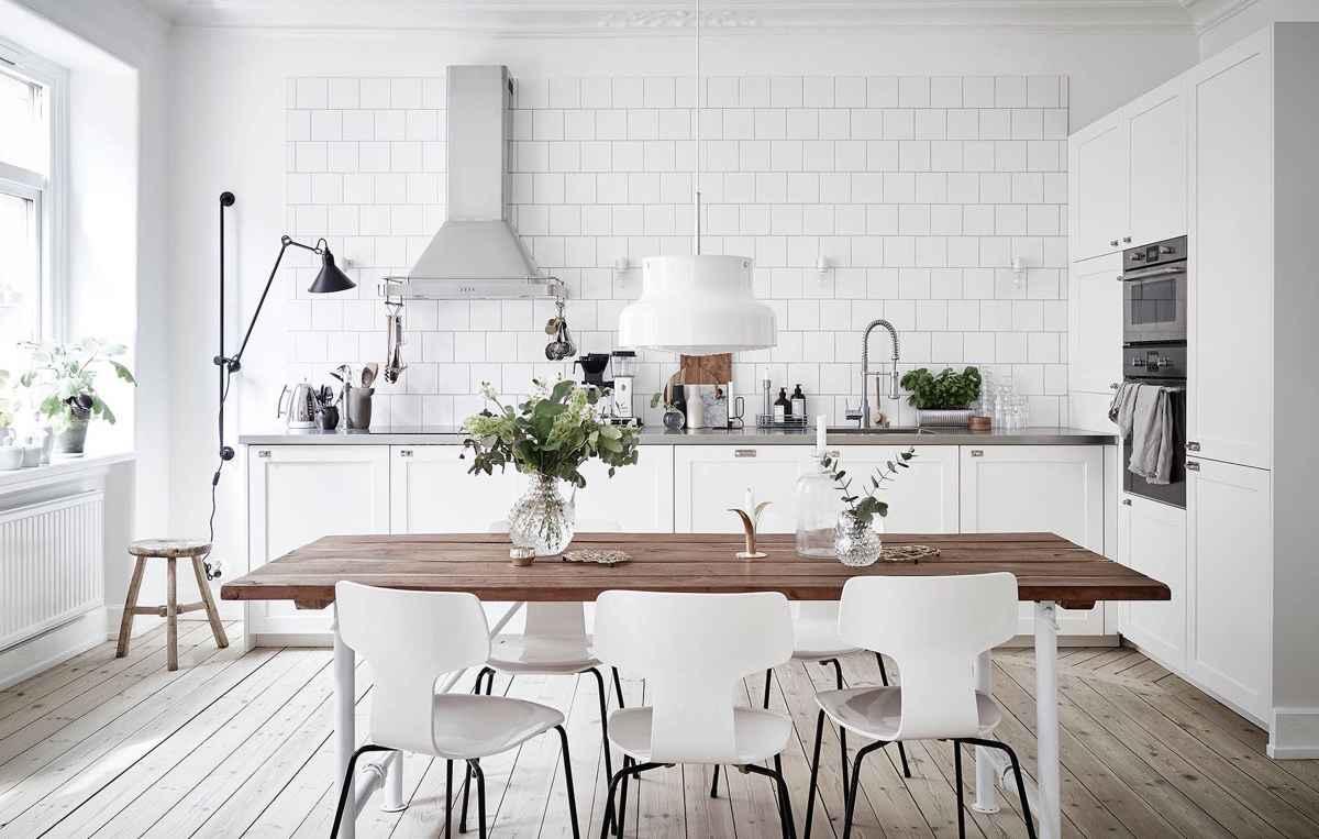 Функциональная кухня без верхних шкафов