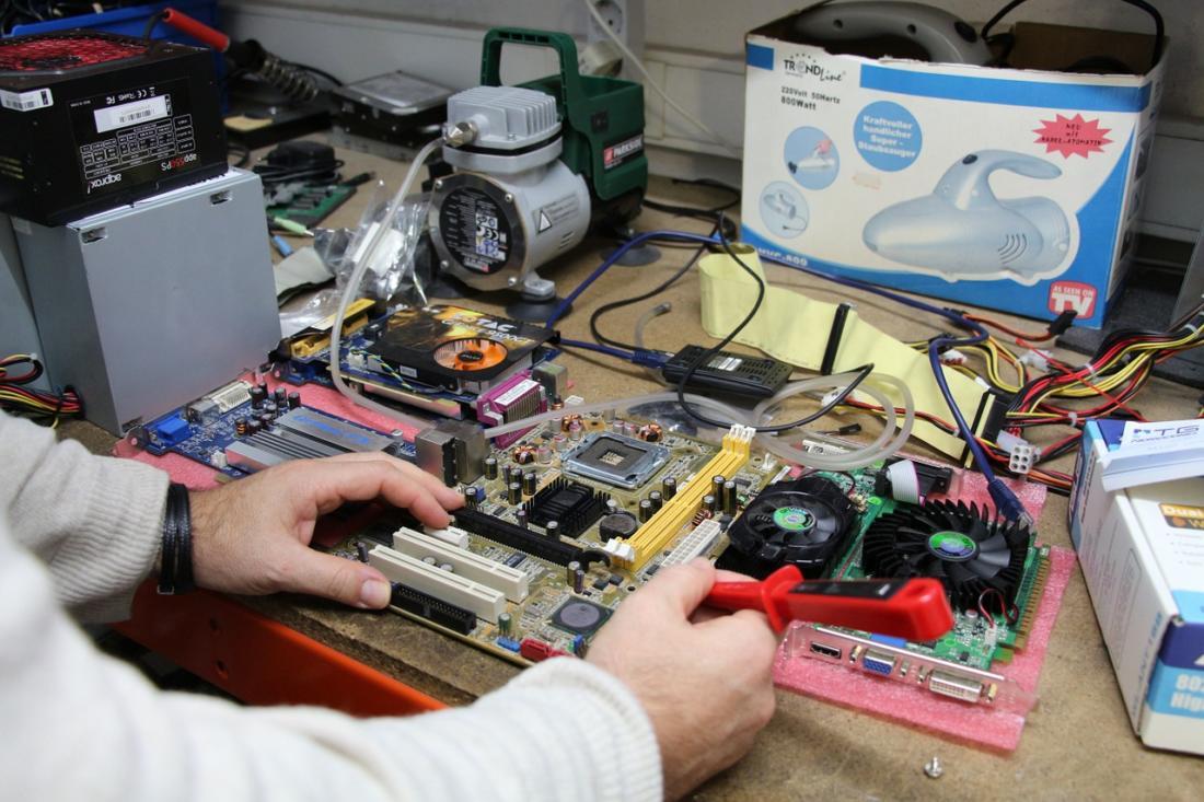 Ремонт компьютеров: почему нужно идти к специалистам?